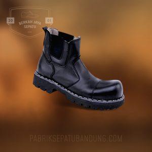 Sepatu Seragam Pabrik